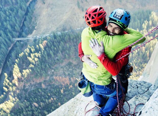 KL Kevin Jorgeson und Tommy Caldwell top of Dawn Wall Hug TEaser
