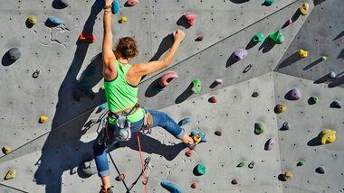 KL Klettern an der Kletterwand Sarah Burmester Teaser