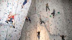 KL Klettern in der Kletterhalle