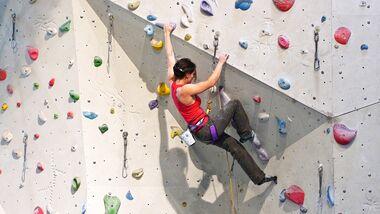 KL Klettern in der Kletterhalle Vorstieg Miri Waldau