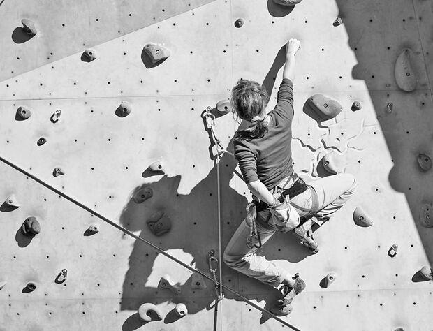 KL Klettern und Ruhen am langen Arm WAldau Sarah
