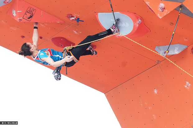 KL-Lead-Weltcup-Haiyang-Dinara-Fakhritdinova-14483262465_2c625a943e_b (jpg)