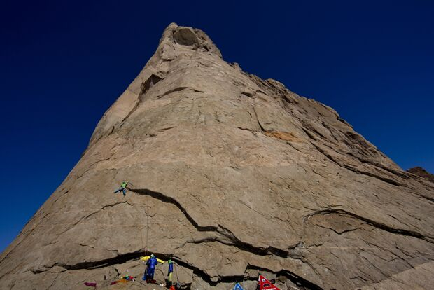 KL-Leo-Houlding-Ulvetanna-Berghaus-Sean Leary ledge camp