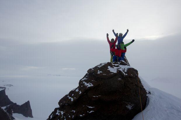 KL-Leo-Houlding-Ulvetanna-Berghaus-Team summit