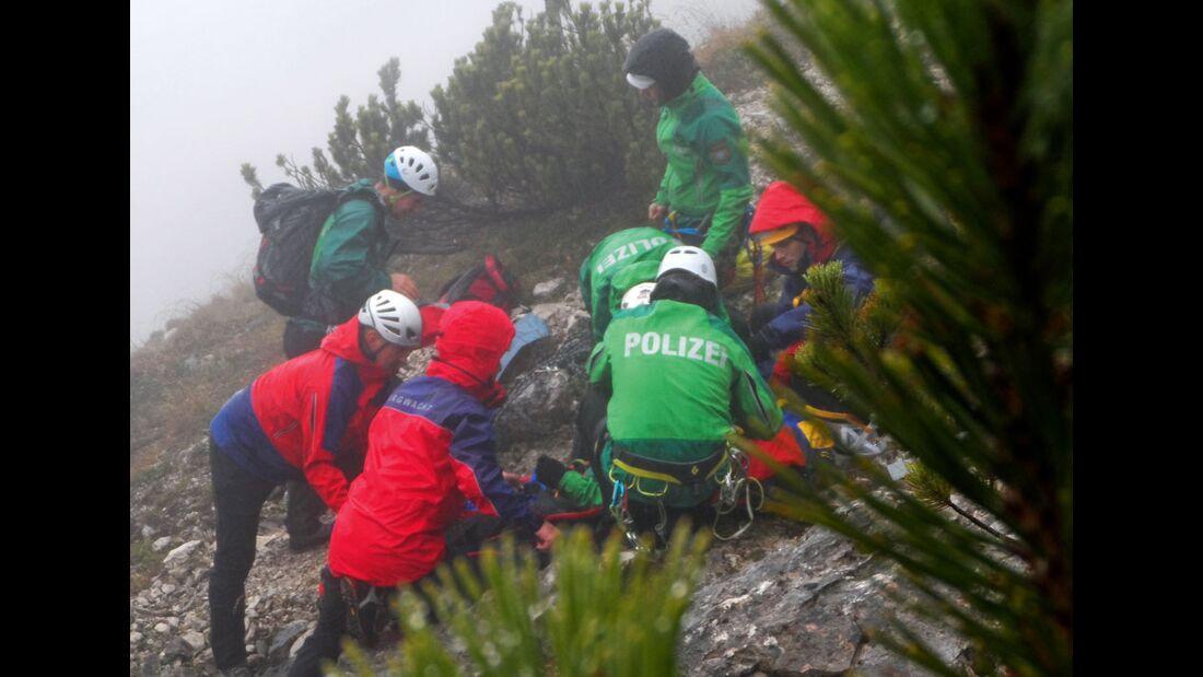KL-Polizei-Unfallkommando-Klettern-2015-Leichenbergung-im-Gebirge-in-Zusammenarbeit-mit-der-Bergwacht (jpg)