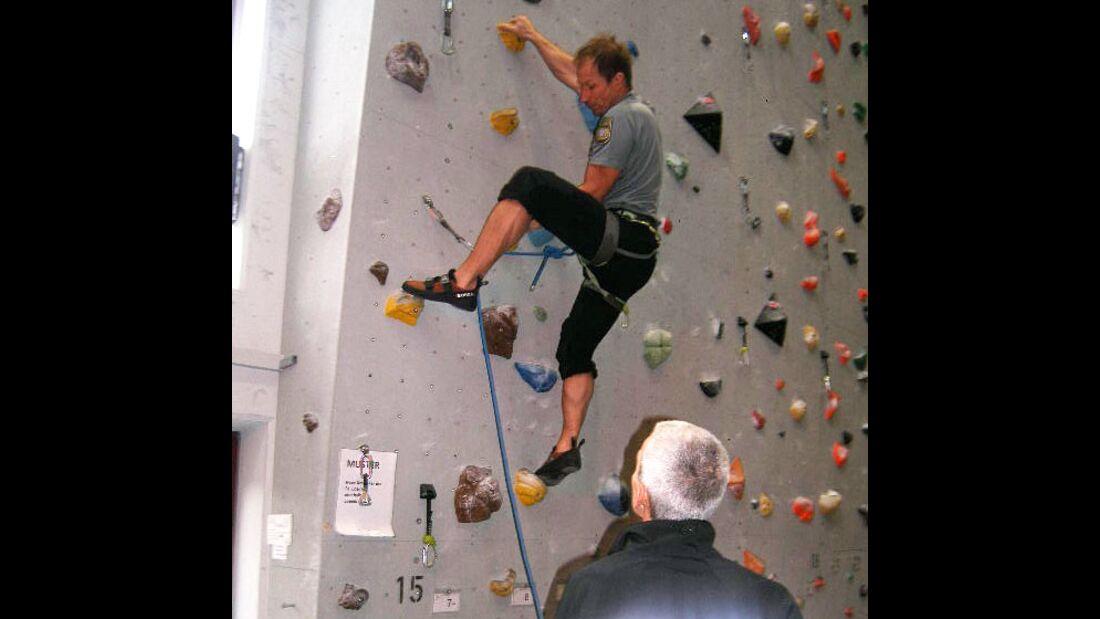 KL-Polizei-Unfallkommando-Klettern-2015-pruefung-der-Klettertour (jpg)