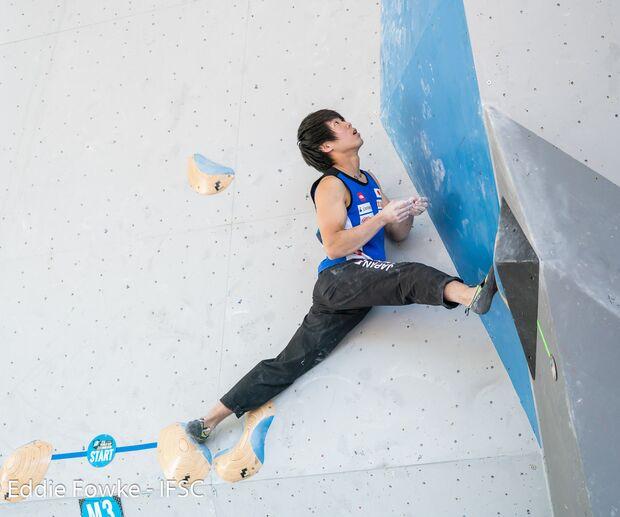KL japanische Beweglichkeit beim Bouldern