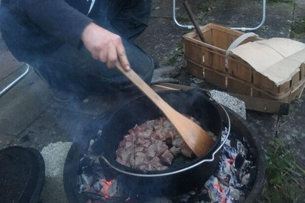 Kochen am Lagerfeuer - Dutch Oven