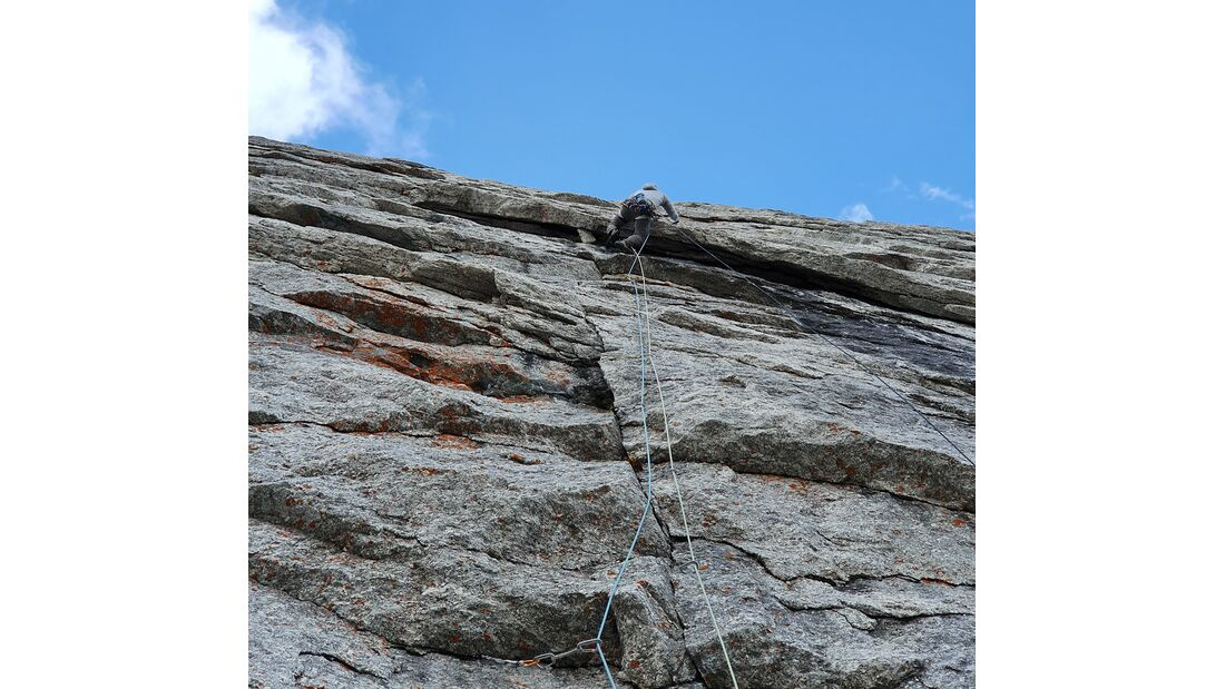Marcel Schenk + David Hefti klettern Free Nardella 7b+, 7a obl., 900m expo am Piz Badile