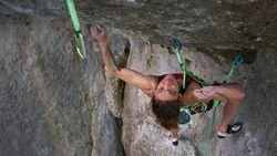 Melissa Le Neve klettert Action directe (11)