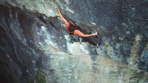 Michèle Knaup klettert Das Geschenk (9) an der Püttlachtaler Wand im Frankenjura