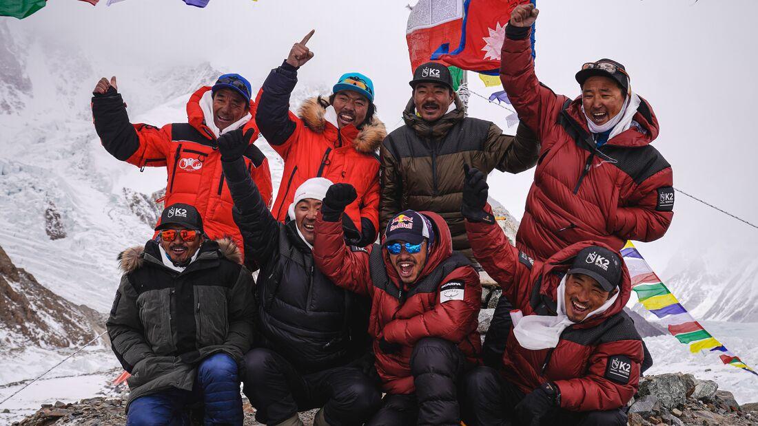 Nimsdai und Team haben erstmals den K2 im Winter bestiegen