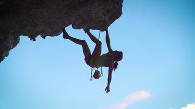 Nina Caprez klettert auf Makatea