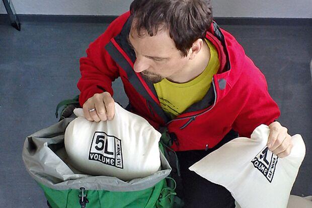 OD 0614 Trekkingrucksacktest Detail Volumen Gewicht Frank Wacker Säcke Testverfahren