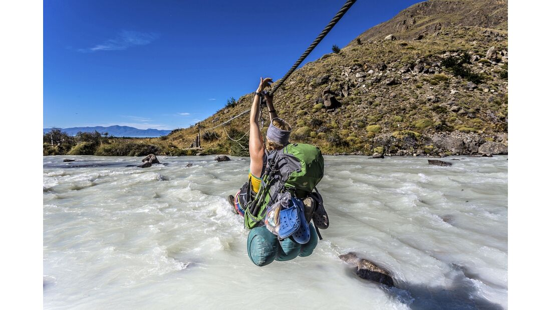OD 1216 Patagonien Bachüberquerung Stahlseil