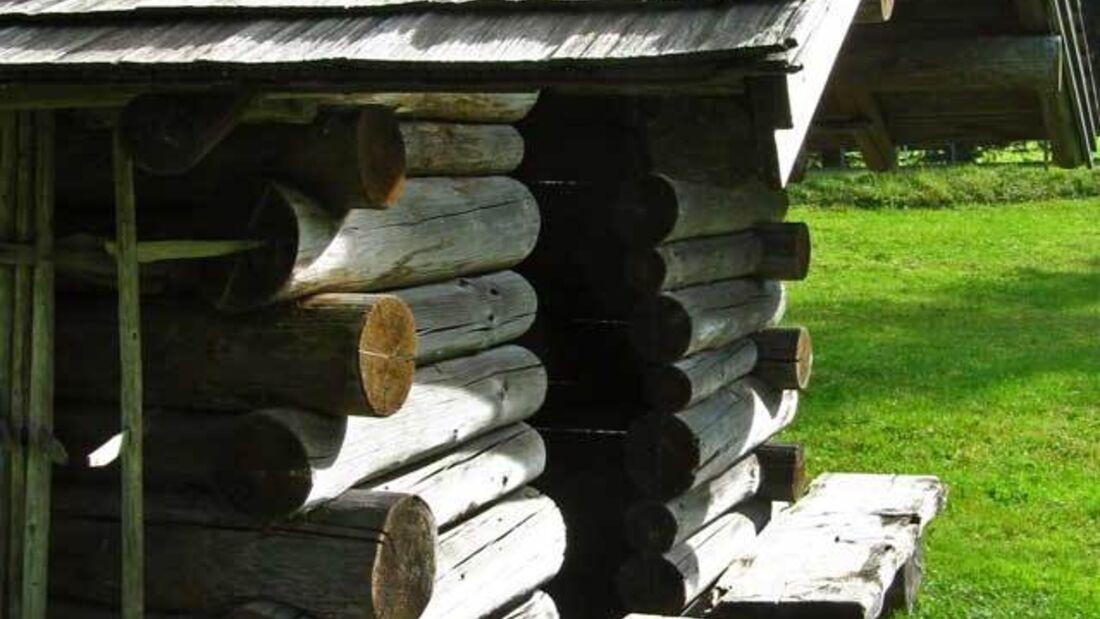 OD Basislager 0111  Blockhütte Schutzhütte_pixelio.de (jpg) breit