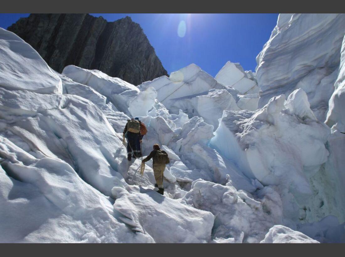 OD-Beyond-The-Edge-Sir-Edmund-Hillarys-Aufstieg-Zum-Gipfel-des-Everest-DVD-Start-2015-04 (jpg)