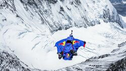 OD Red Bull Aktion - Valery Rozov am Mount Everest Base-Jump 2013