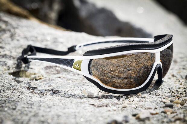 OD-adidas-Eyewear-Tycane-Pro-Outdoor-Schwarz-Weiss-Neuheiten-2014-outdoor-02 (jpg)