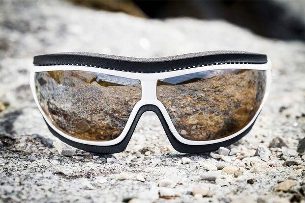 OD-adidas-Eyewear-Tycane-Pro-Outdoor-Schwarz-Weiss-Neuheiten-2014-outdoor-03 (jpg)