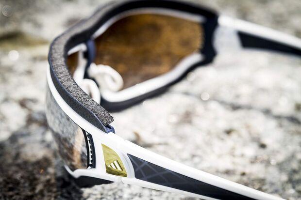 OD-adidas-Eyewear-Tycane-Pro-Outdoor-Schwarz-Weiss-Neuheiten-2014-outdoor (jpg)