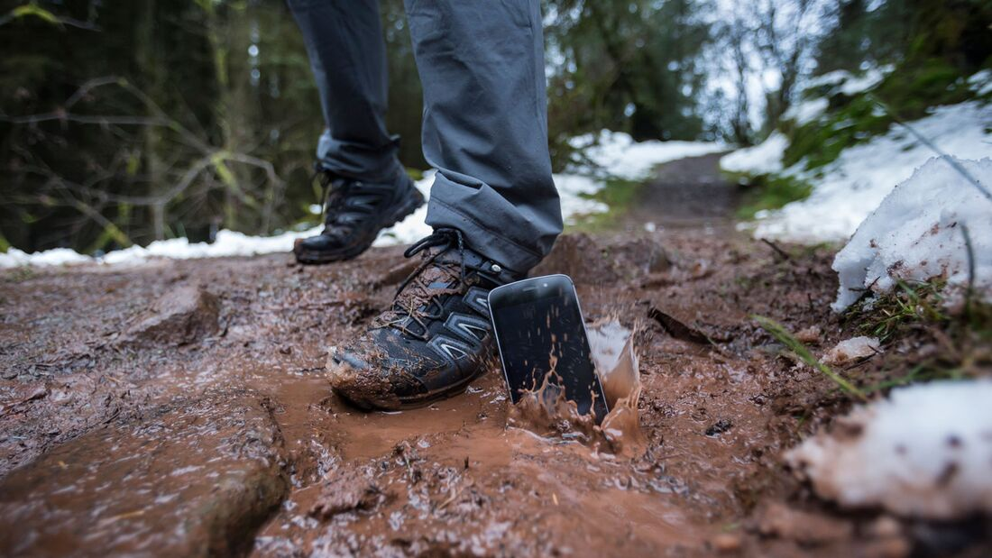 Outdoor Smartphone Land Rover Explore