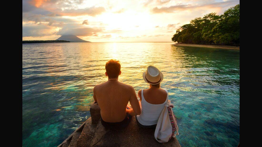 Pärchen im Urlaub am Meer