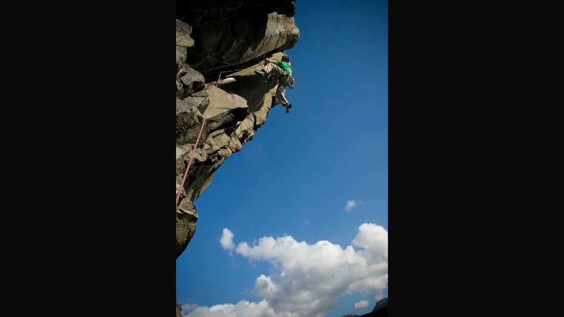 PeteRobins_RagingBullE56b_CarregHilldrem_nearTrem_KL-Wales (jpg)