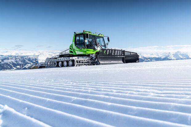 Pistenbully im Schweizer Skigebiet Flims Laax Falera