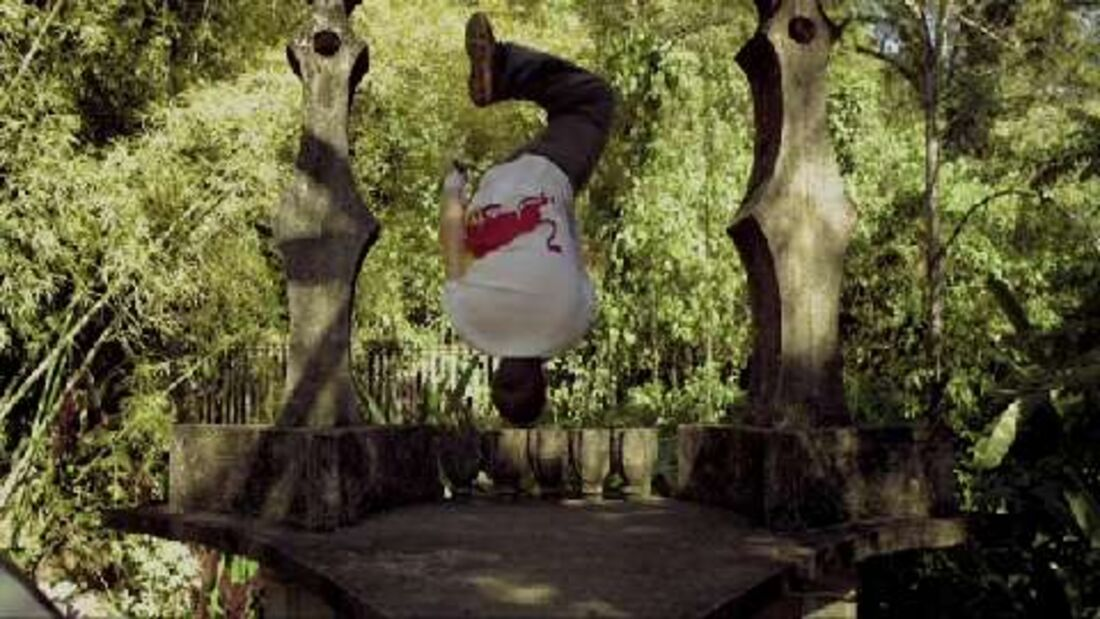 Red Bull Athlet Ryan Doyle: Parkour in Xilitla 2011