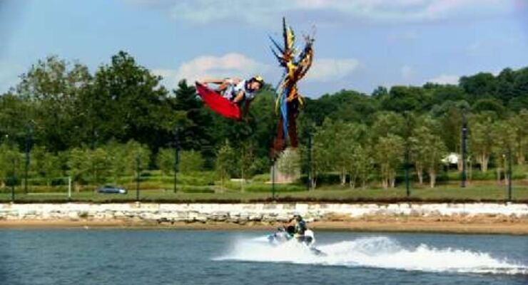 Red Bull Moments 2010: Wakeboarder Adam Errington in Slow Motion bei der Red Bull National Wake 2010