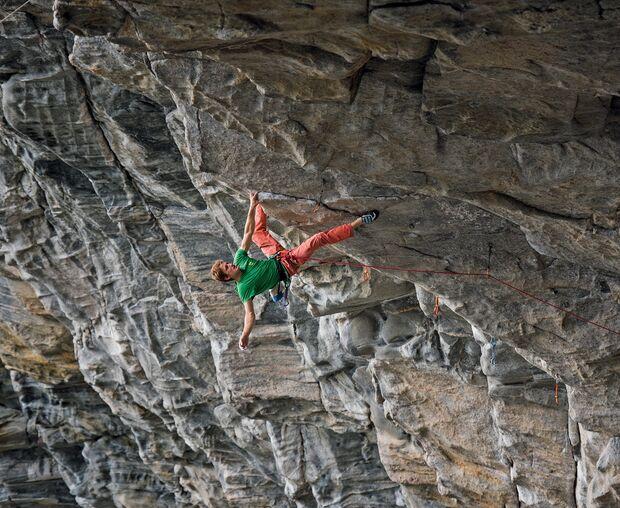 Seb Bouin klettert in Flatanger