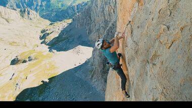 Siebe Vanhee climbs Orbayu