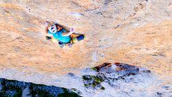 Siebe Vanhee klettert Orbayu (8c,500m)