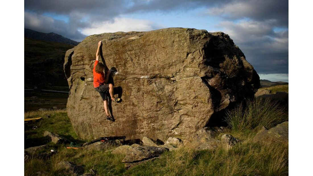 SimonPanton_CwmDyli_Passbouldering_KL-Wales (jpg)