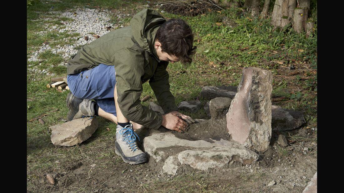 Steinofen selbst gebaut mit Mörtel aus Sand, Erde und Asche