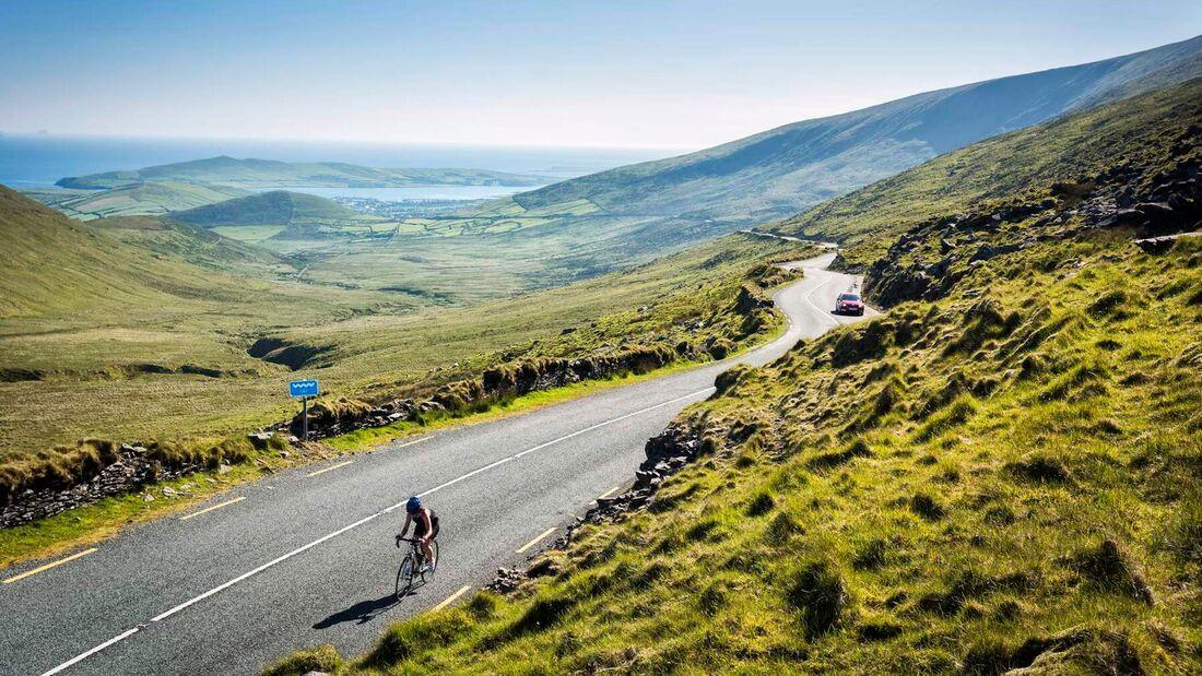 Straße auf der Halbinsel Dingle in Irland