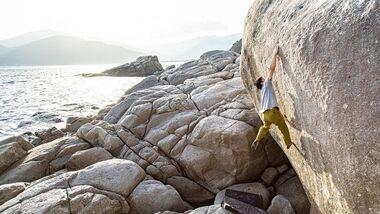 Toru Nakajima bouldert beim Rocksummit in Kishira, Japan
