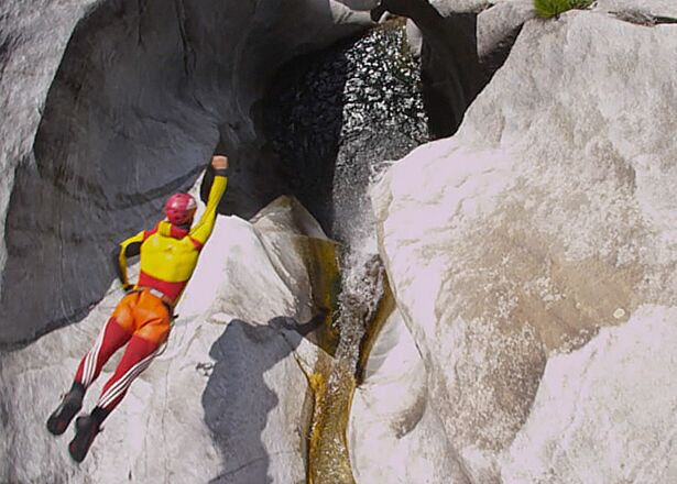 Trailer: The Art of Canyoning