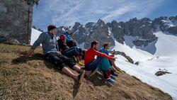 Upcycling Projekt: Hüttenschuhe aus Skifellresten