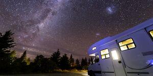 Wohnmobil unterm Sternenhimmel