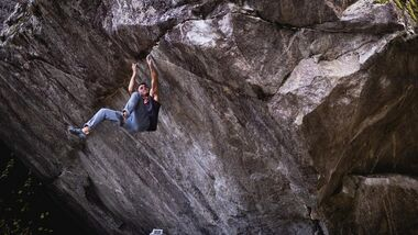 Yannick Flohé klettert Off the Wagon (Fb 8B+) im Tessin