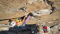 kl-alexandra-schweikart-free-el-capitan-alexandra-climbing-the-crux-pitch-beak-flake-5-13b-c-johnny-ingrisch (jpg)