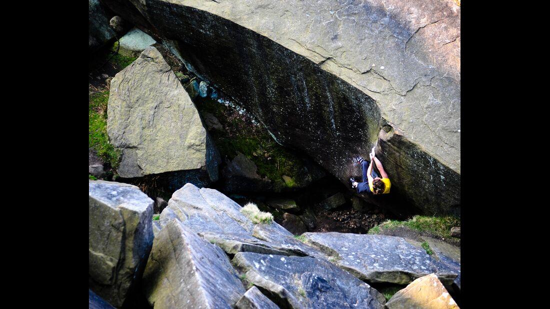 kl-bouldern-england-boulder-britain-peak-district-stanage-plantation-brad-pit (jpg)