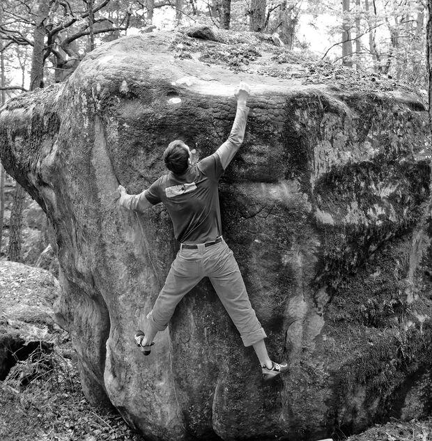 kl-bouldern-fontainebleau-tante-pollewop-7a-mont-aigu-soeren-dsc0066-sw (jpg)