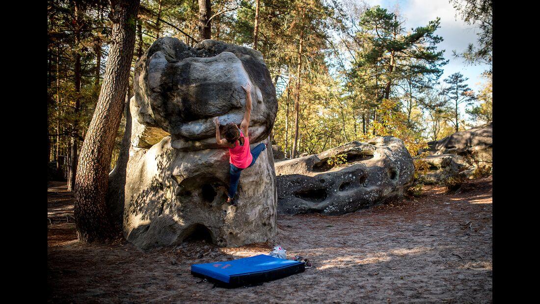 kl-bouldern-in-fontainebleau-roche-aux-sabots-aufmacher-Nov2018-c-Rico-HaaseDSC_3775 (jpg)