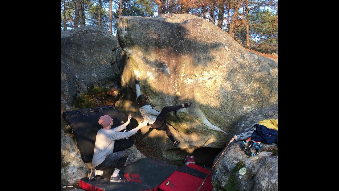 kl-bouldern-in-fontainebleau-sarah-saumon-7a+-5233 (jpg)