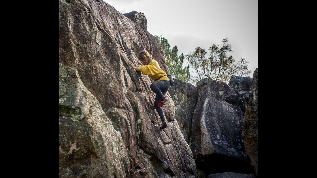kl-bouldern-in-fontainebleau-warmup-sarah-Nov2018-Photo-Rico-HaaseDSC_3396 (jpg)