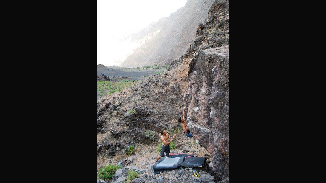 kl-bouldern-kapverden-jair-klettert-azar-6c+ (jpg)