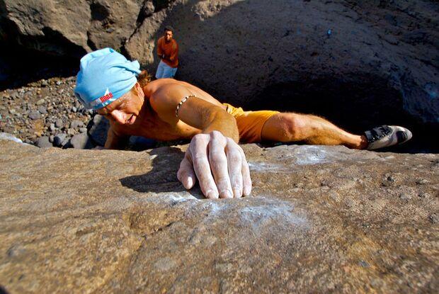 kl-bouldern-kapverden-musti-in-bandida-7c+8a-c-ibo-guengoer (jpg)